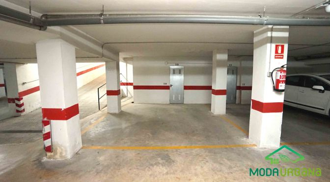 Plaza de aparcamiento con trastero en Atarfe